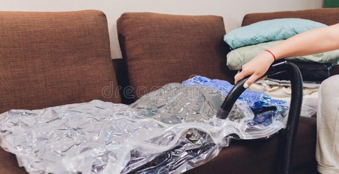 Clothes vacuum sealer bags